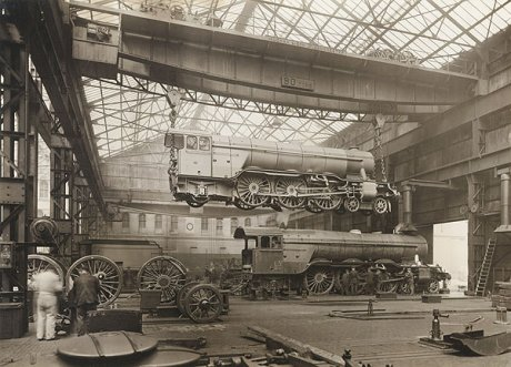 Lifting a locomotive in an Erecting Shop
