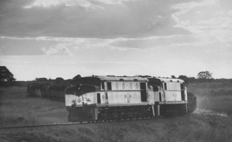 Rhodesia Railways DE2's in tandem-late 1950's